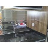 Decoração com espelhos no Bairro do Limão